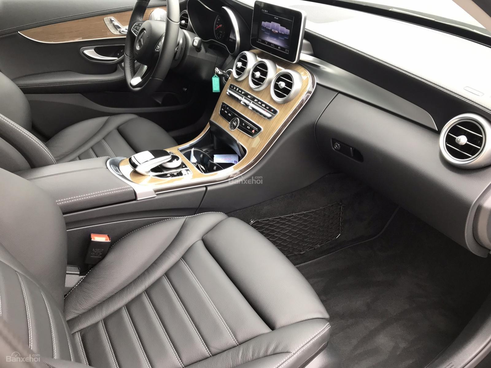 Bán Mercedes C250 năm sản xuất 2017, màu đen như mới-2