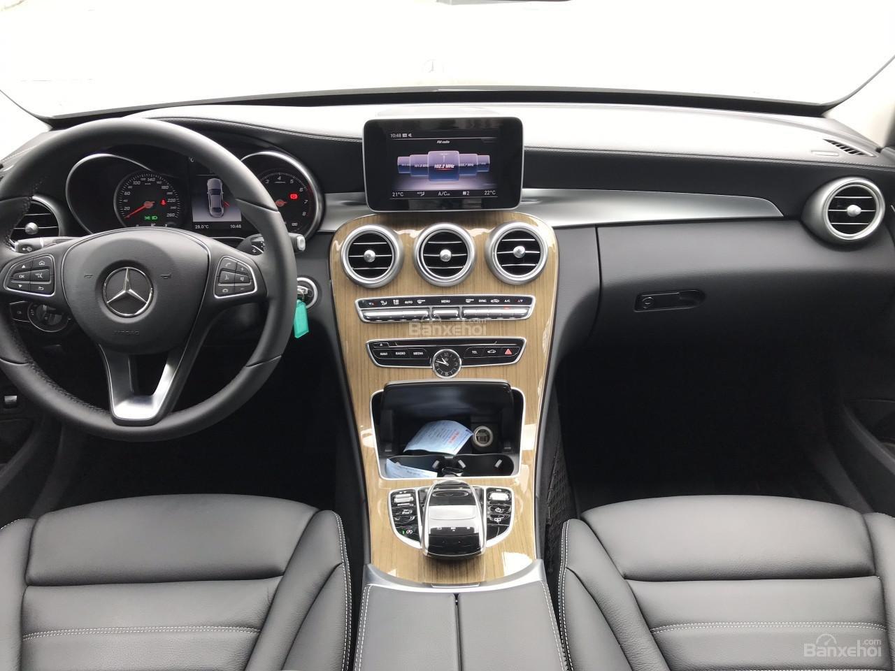 Bán Mercedes C250 năm sản xuất 2017, màu đen như mới-5