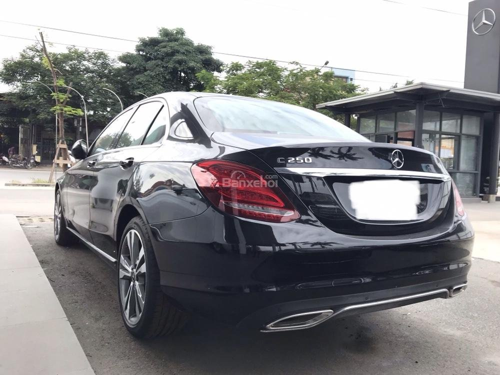 Bán Mercedes C250 năm sản xuất 2017, màu đen như mới-4