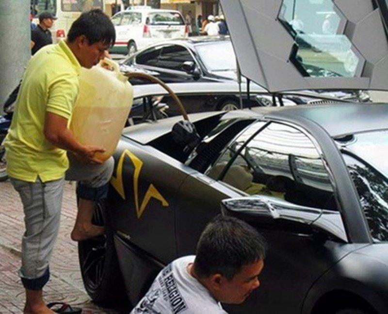cách đổ xăng của siêu xe ở Việt Nam