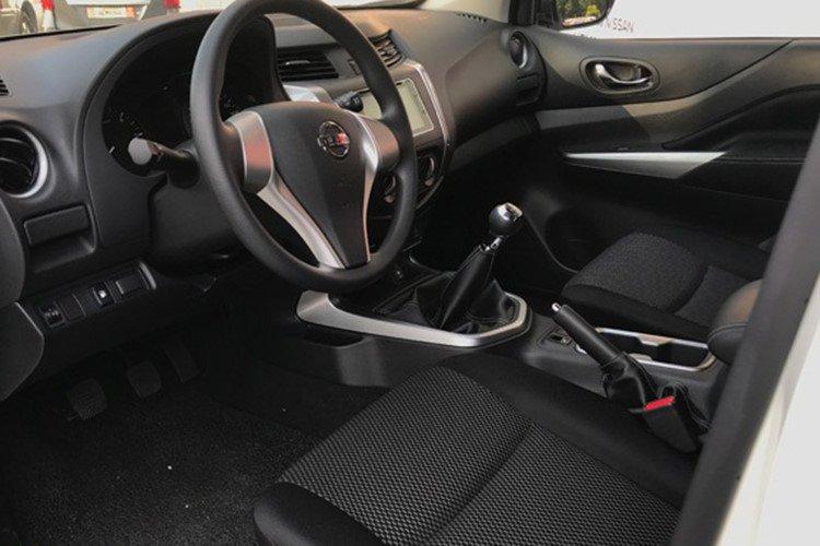 Ảnh chụp ghế trước xe Nissan Terra 2019 bản MT