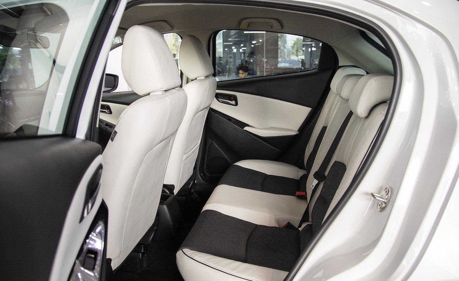Mua xe o to gia 600 trieu dong chon Hyundai Accent 1.4 AT Dac biet hay Mazda 2 Hatchback SE 2019