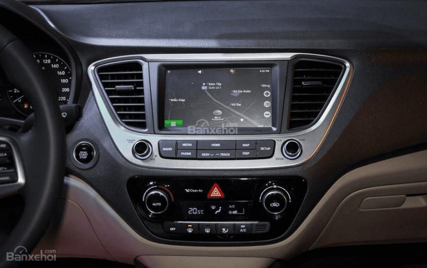 Hyundai Accent 1.4MT 2018 và Mazda 2 Sedan 2019 về tiện nghi 2
