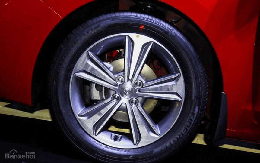 Hyundai Accent 1.4MT 2018 và Mazda 2 Sedan 2019 về thân xe 3