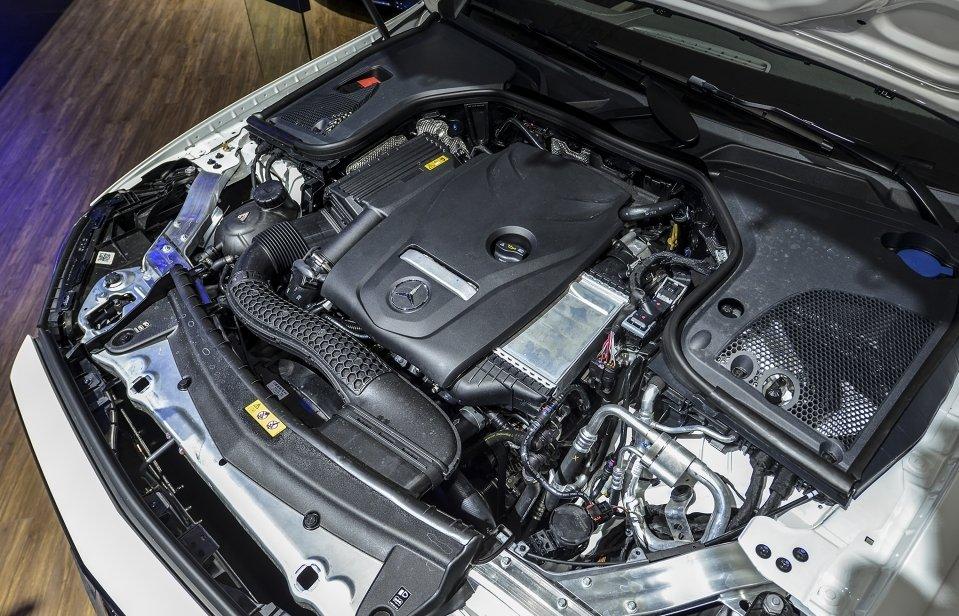 Mercedes-Benz E250 2019 sử dụng động cơ I4, 2.0L, 4 xy-lanh thẳng hàng a1