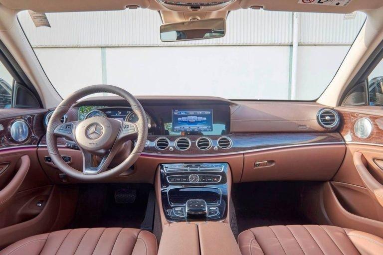 Đánh giá xe Mercedes-Benz E250 2019 về thiết kế bảng táp-lô a7
