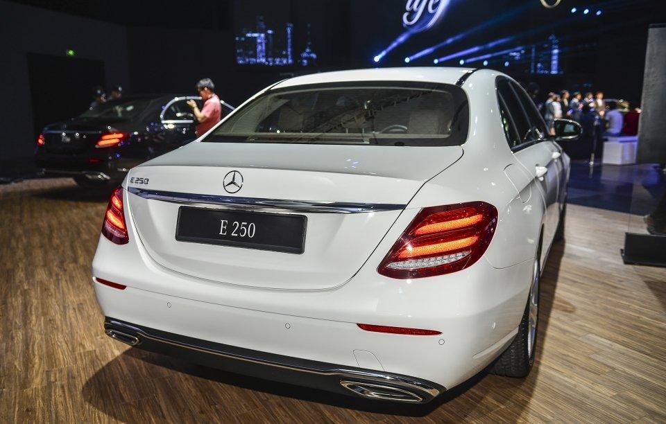 Mercedes-Benz E250 2019 sở hữu cụm đèn hậu dạng LED với hiệu ứng 3D đem lại cảm giác mới mẻ  a1