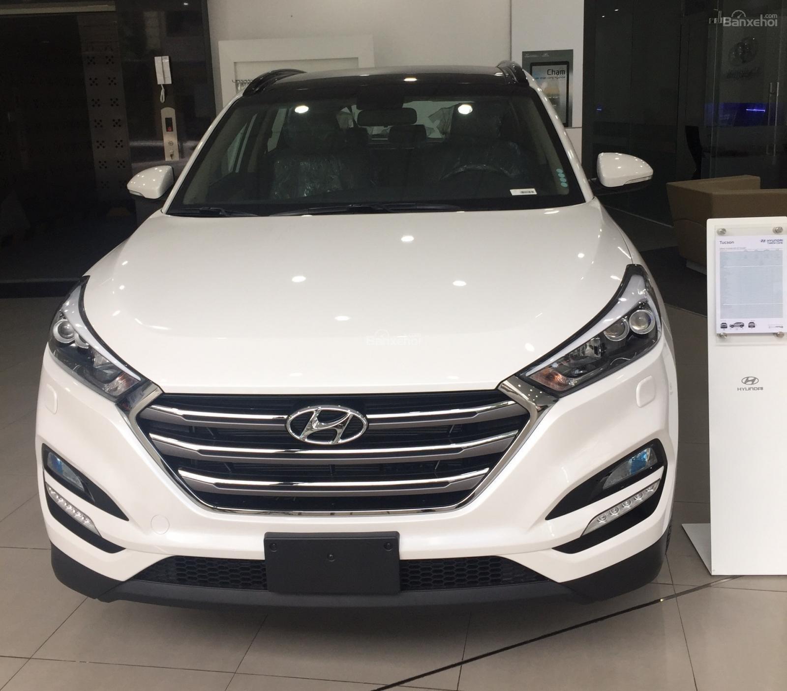Bán xe Hyundai Tucson 2.0AT đặc biệt xăng 2018, màu trắng giá giao ngay-0