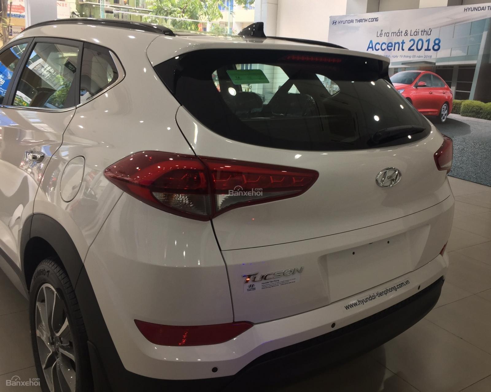 Bán xe Hyundai Tucson 2.0AT đặc biệt xăng 2018, màu trắng giá giao ngay-2