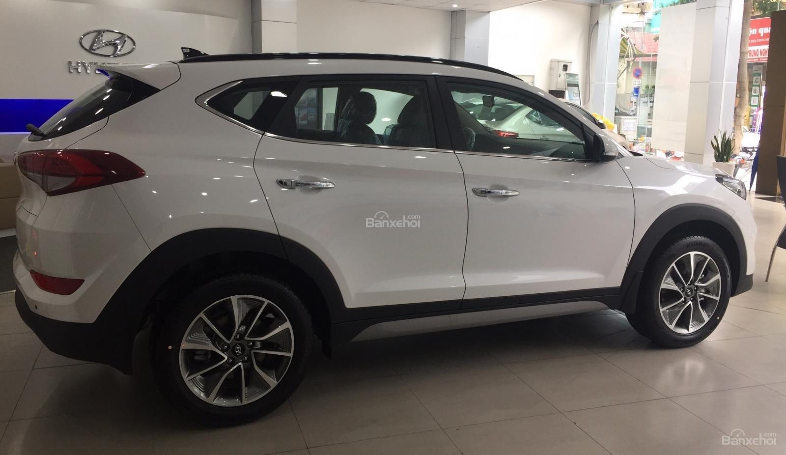 Bán xe Hyundai Tucson 2.0AT đặc biệt xăng 2018, màu trắng giá giao ngay-4