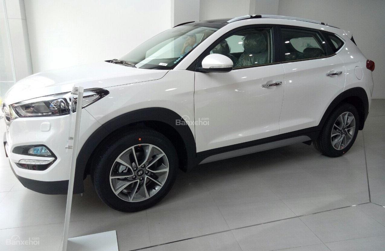 Bán xe Hyundai Tucson 2.0AT đặc biệt xăng 2018, màu trắng giá giao ngay-6