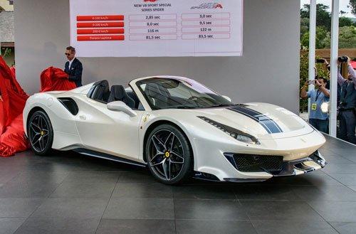 Top 10 mẫu xe đáng mua nhất năm 2018:Ferrari 488 Pista Spider.