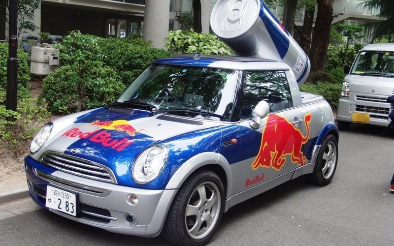 10 quảng cáo sản phẩm sử dụng hình ảnh xe ô tô cực chất 7.