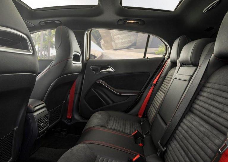 So sánh xe BMW X2 2019 và Mercedes-Benz GLA Class 2019 về ghế ngồi 3