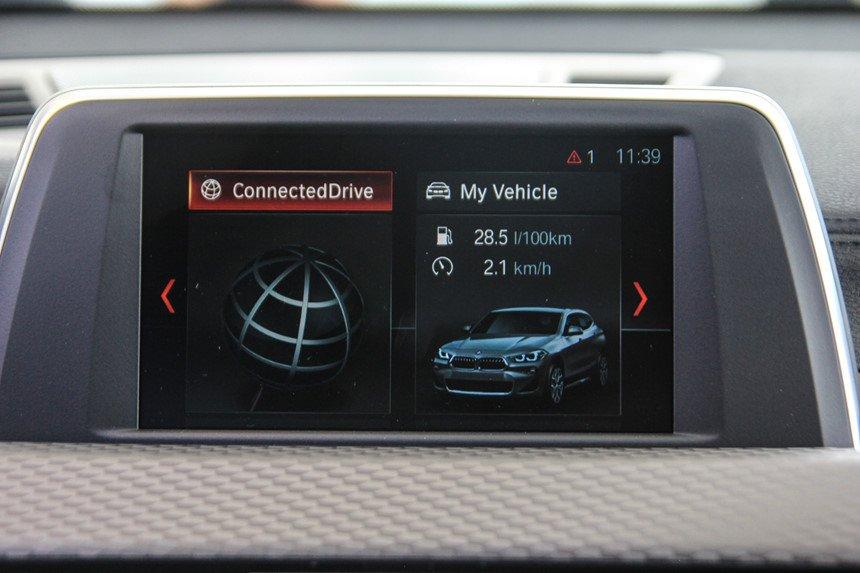 BMW X2 sở hữu màn hình 8,8 inch rõ nét đậm chất xe sang.