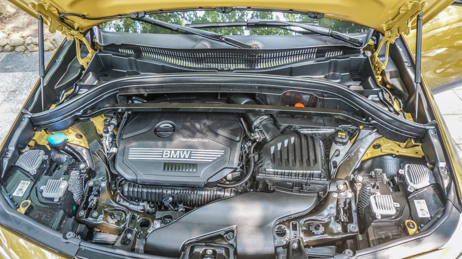 So sánh xe BMW X2 2019 và Mercedes-Benz GLA Class 2019 về vận hành: GLA mạnh mẽ hơn.