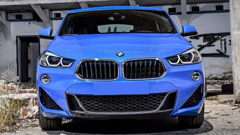 So sánh xe BMW X2 2019 và Mercedes-Benz GLA Class 2019 về đầu xe.