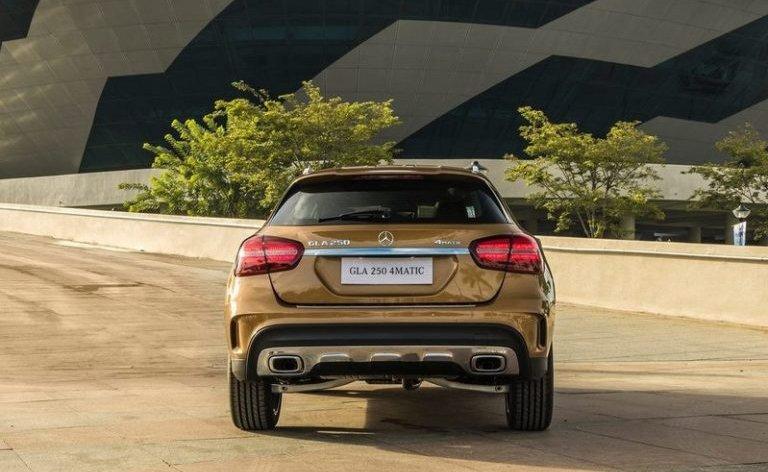 So sánh xe BMW X2 2019 và Mercedes-Benz GLA Class 2019 về thân và đuôi xe 9