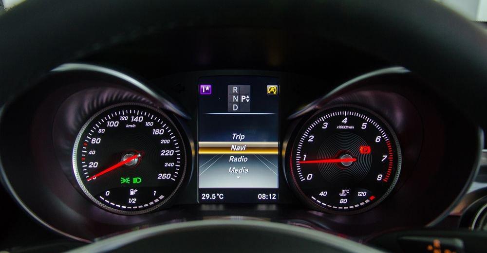 So sánh Mercedes C200 2019 và Toyota Camry 2019 về trang bị tiện nghi 7