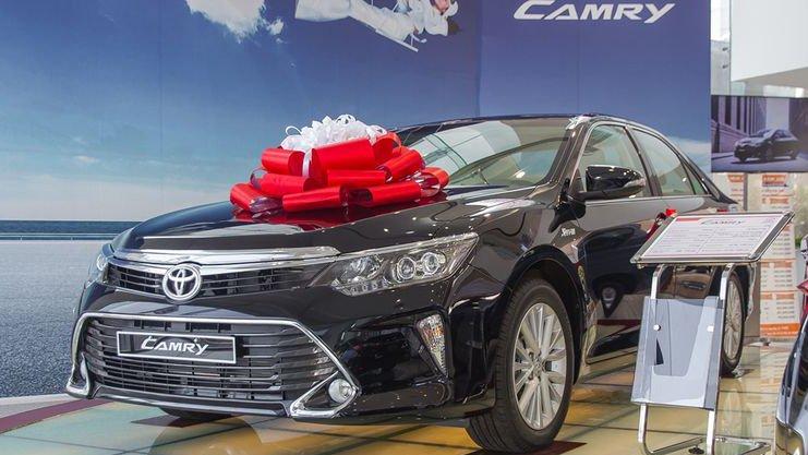 So sánh Mercedes C200 2019 và Toyota Camry 2019 6