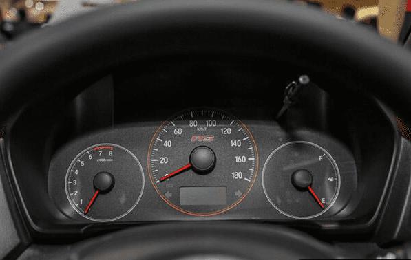 Nội thất xe Honda Brio 2019 và VinFast Fadil 2020 - Ảnh 2.
