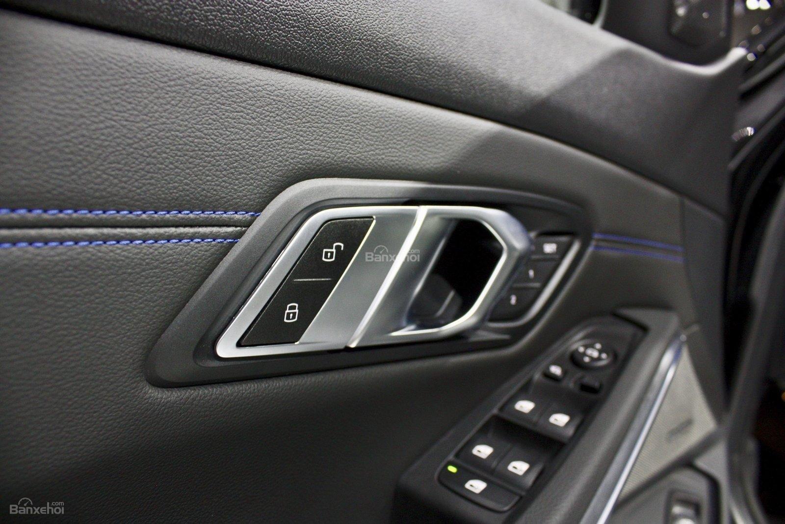Điều khiển cửa xe BMW M340i 2020