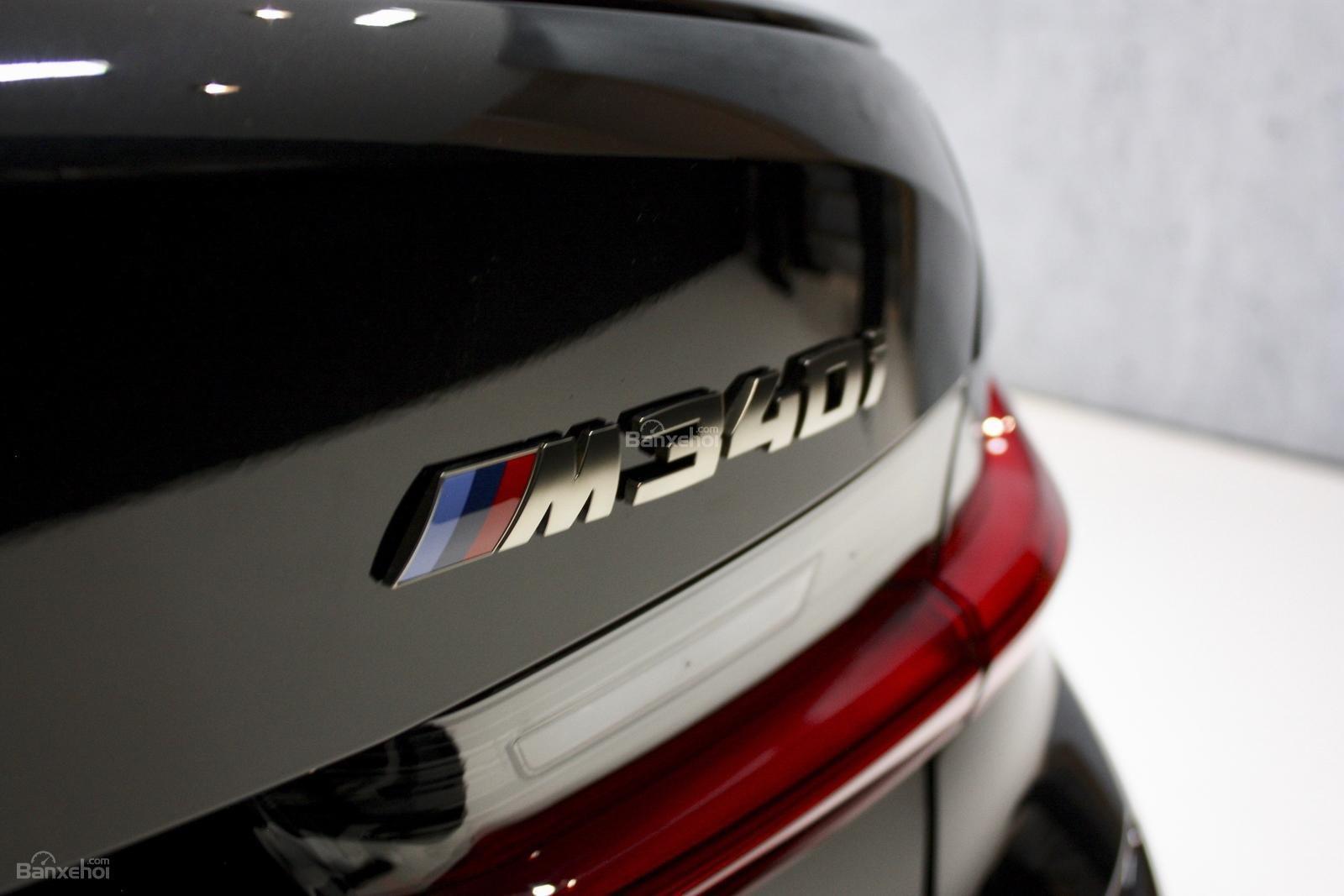 Cận cảnh đuôi xe BMW M340i 2020