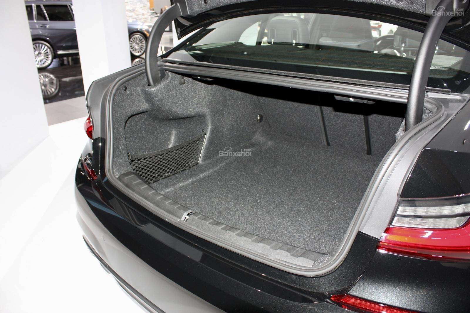 Cốp xe BMW M340i 2020