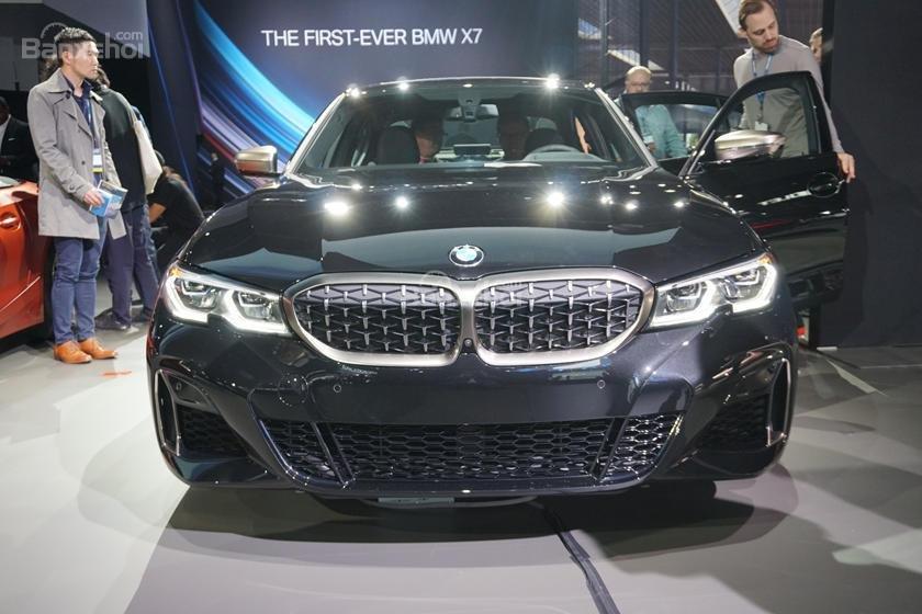 Chính diện đầu xe BMW M340i 2020