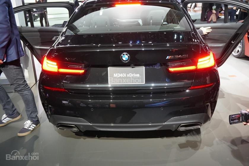 Đuôi xe BMW M340i 2020