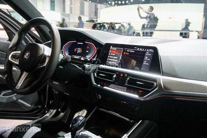 Góc chếch nội thất xe BMW M340i 2020