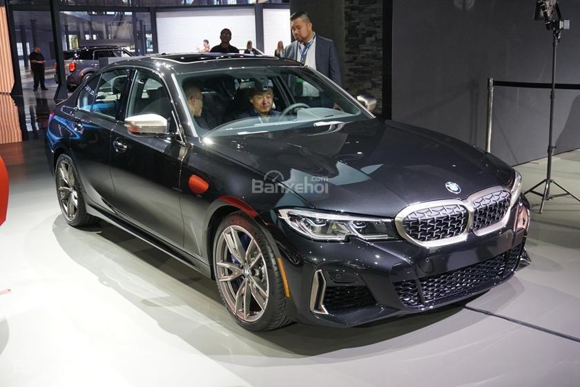Góc 3/4 xe BMW M340i 2020