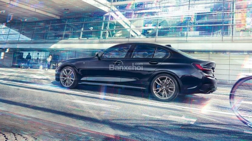 Thân xe BMW M340i 2020 đang chạy
