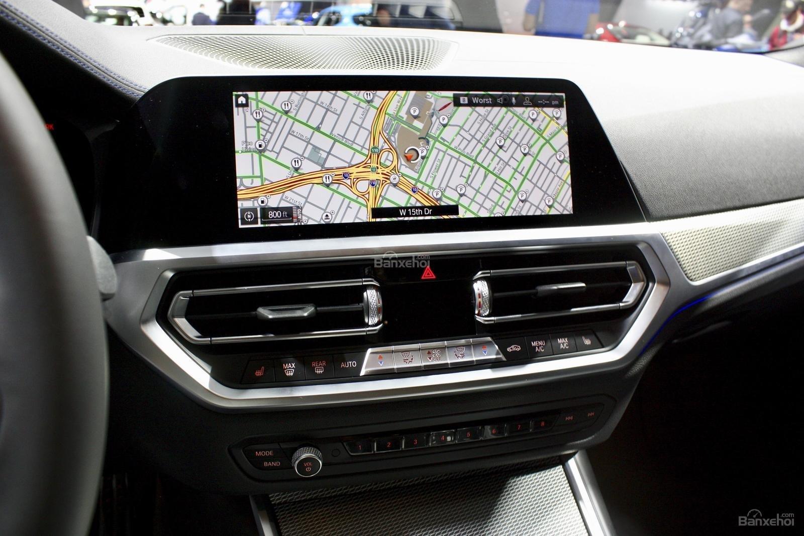 Màn hình trung tâm xe BMW M340i 2020