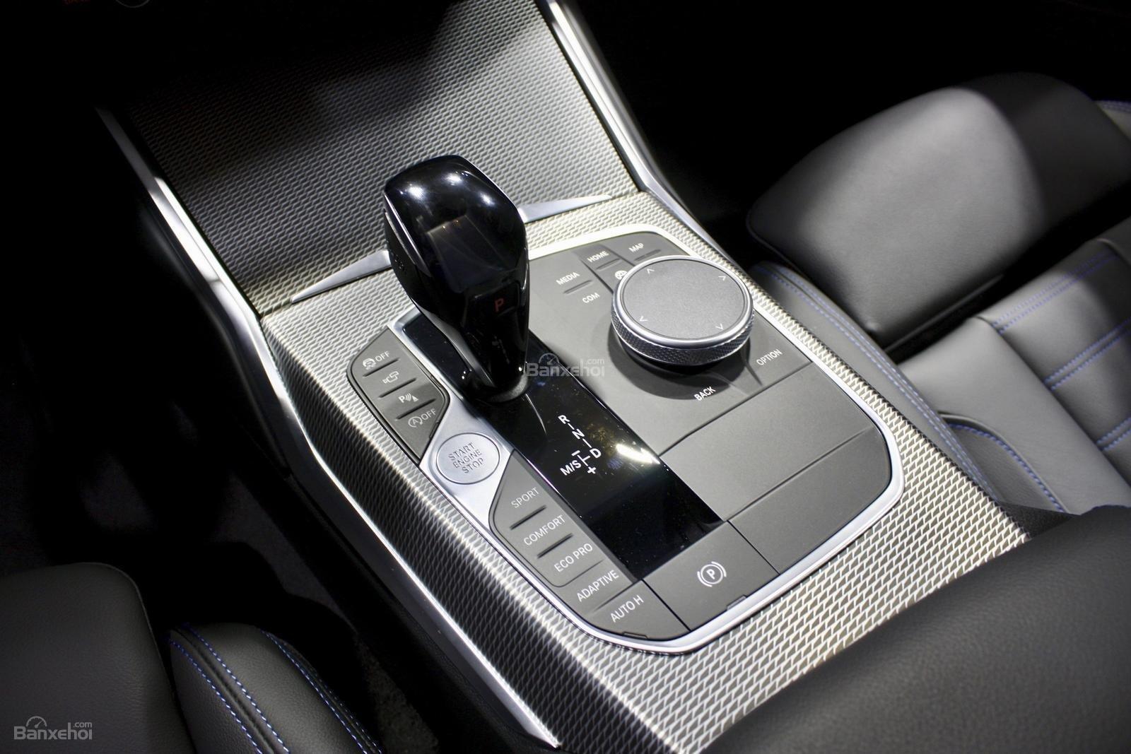 Cần số xe BMW M340i 2020