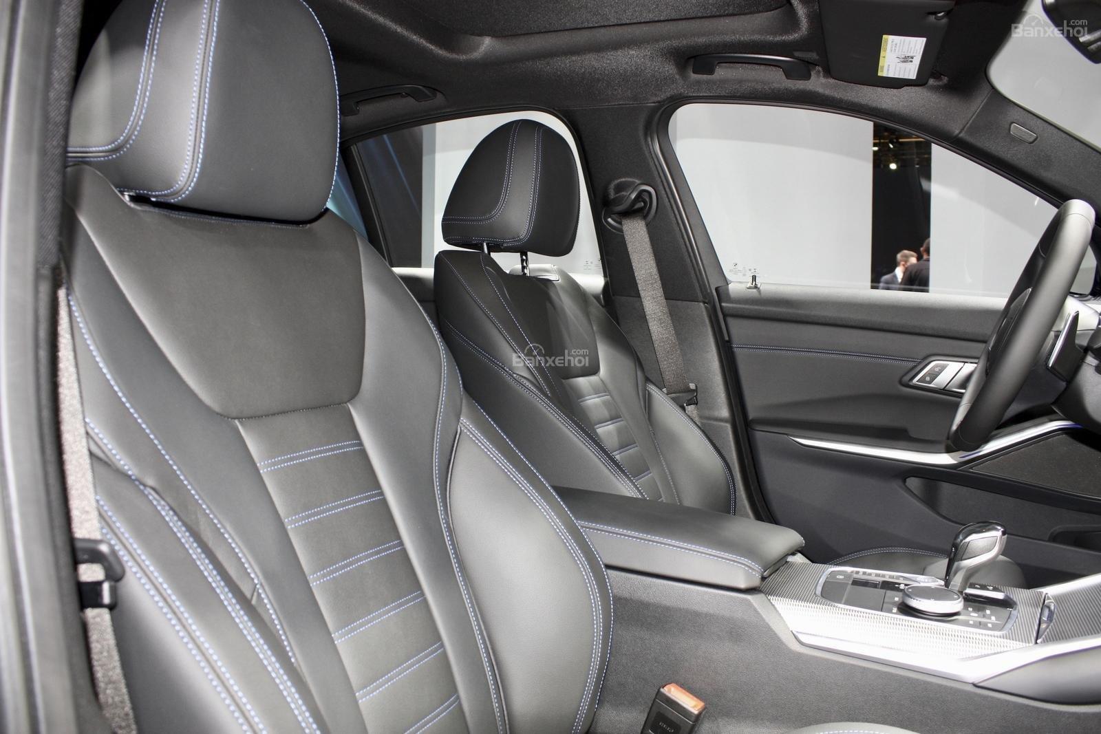 Hàng ghế trước xe BMW M340i 2020 màu xám