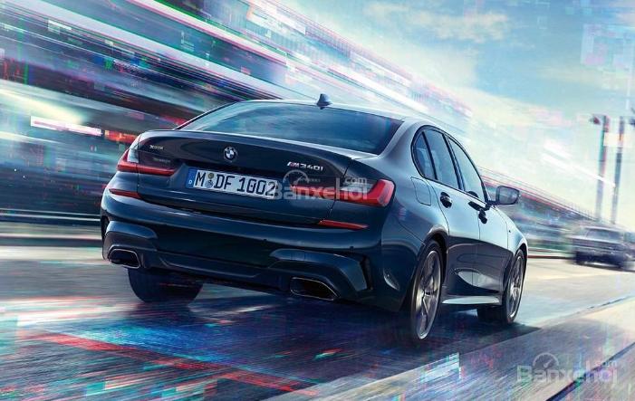 Đuôi xe BMW M340i 2020 đang chạy