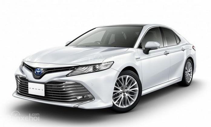 Toyota Camry 2019 bán ra tại Nhật Bản...