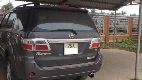 Cần bán gấp Toyota Fortuner năm 2011, màu xám (2)