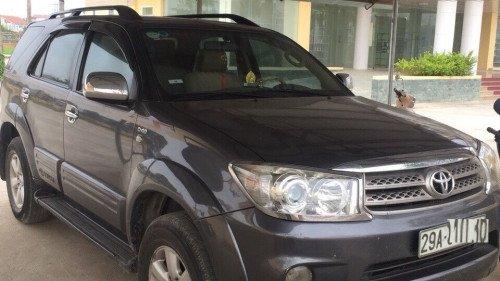 Cần bán gấp Toyota Fortuner năm 2011, màu xám (1)