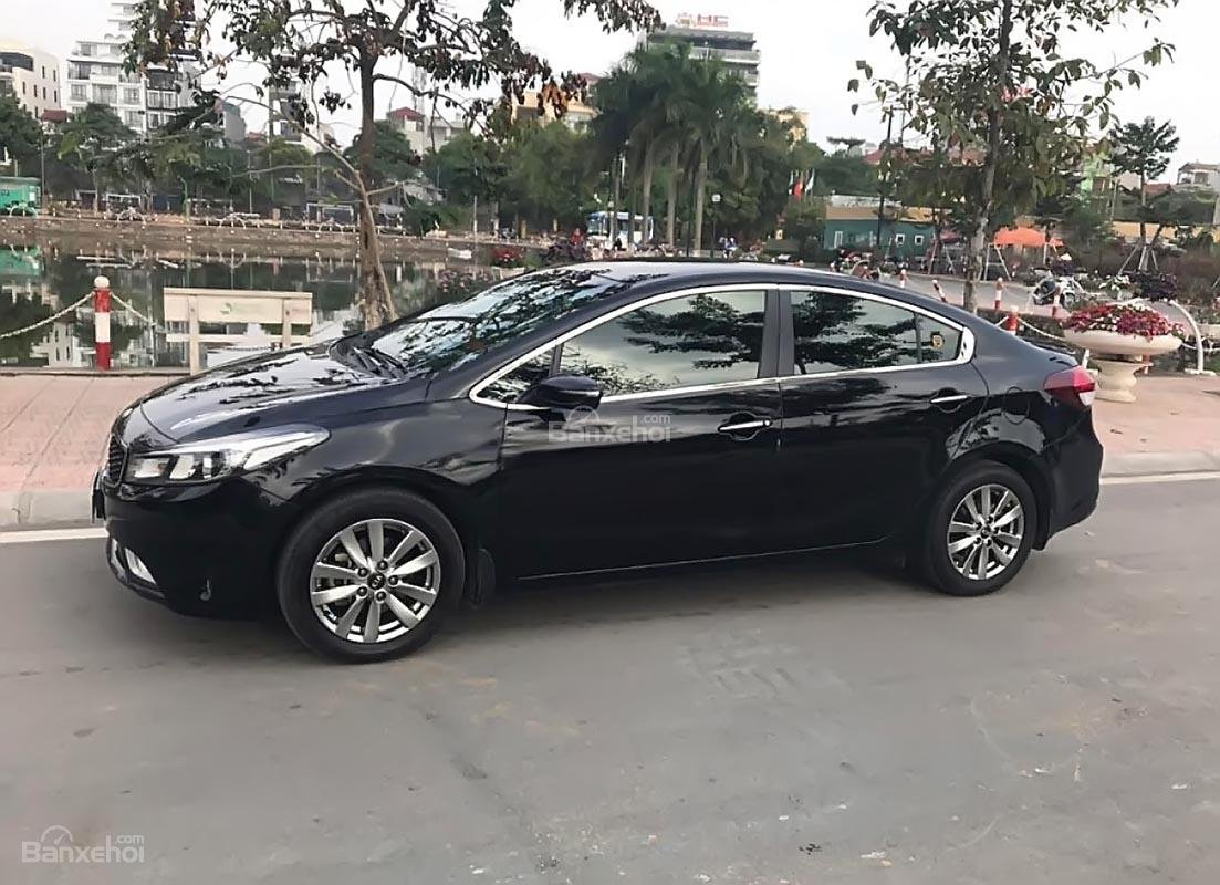 Bán Kia Cerato 1.6 MT năm sản xuất 2017, màu đen chính chủ, 570tr (1)