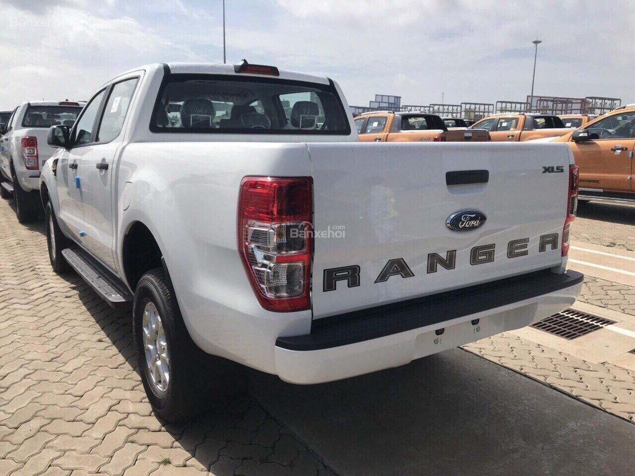 Cần bán Ford Ranger XLS AT 2.2L 4*2 đời 2018, đủ màu giao ngay với những ưu đãi hấp dẫn-1