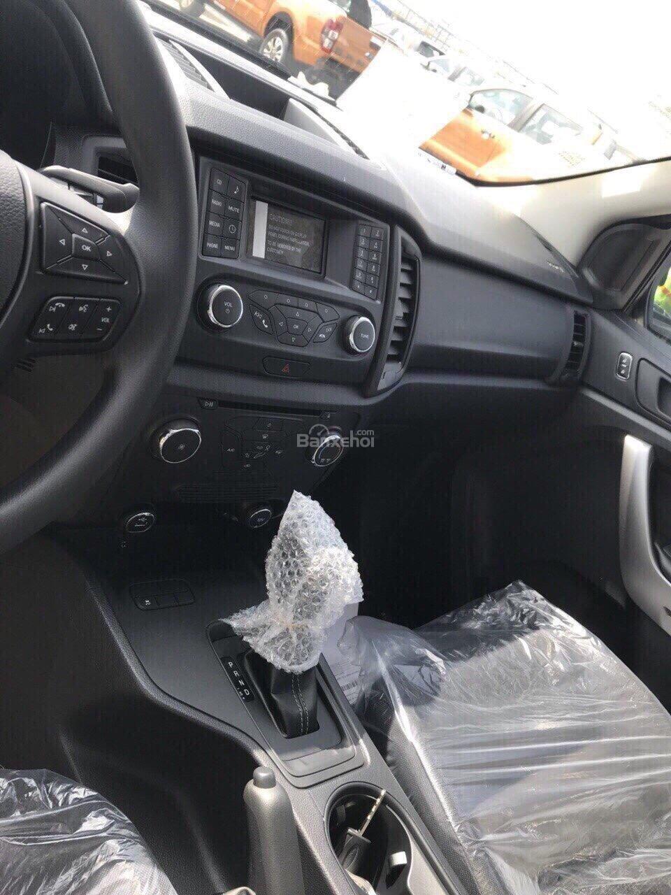 Cần bán Ford Ranger XLS AT 2.2L 4*2 đời 2018, đủ màu giao ngay với những ưu đãi hấp dẫn-4