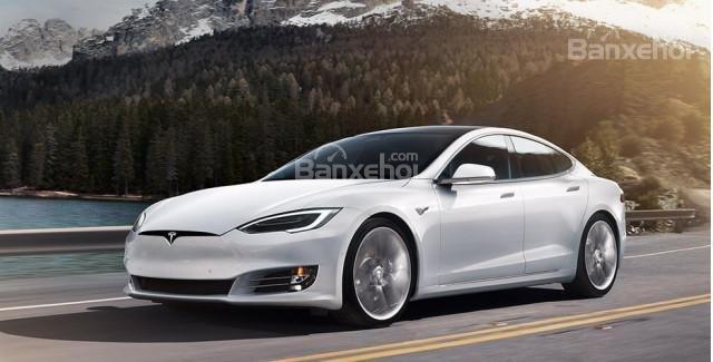 Tesla Model S 2018 đang chạy