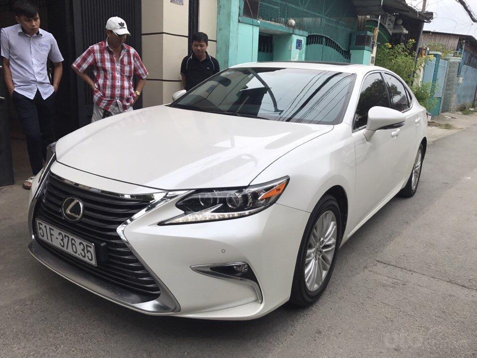 Bán Lexus ES 2.0 năm sản xuất 2016, zin 100% xe mới đi 13.000km màu trắng, xe nhập bao check hãng-1