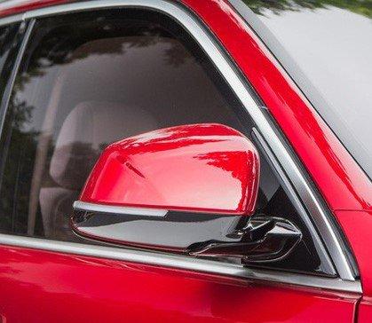 Ảnh chụp gương chiếu hậu xe VinFast LUX SA2.0 2019 màu đỏ