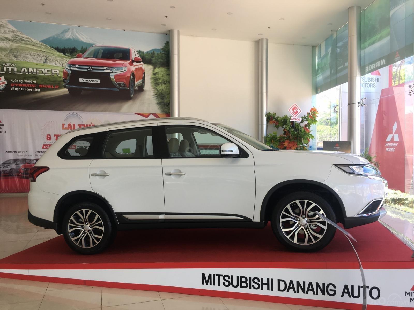 Mitsubishi Outlander giao ngay, góp 80% tại Đà Nẵng - LH 0931911444-2