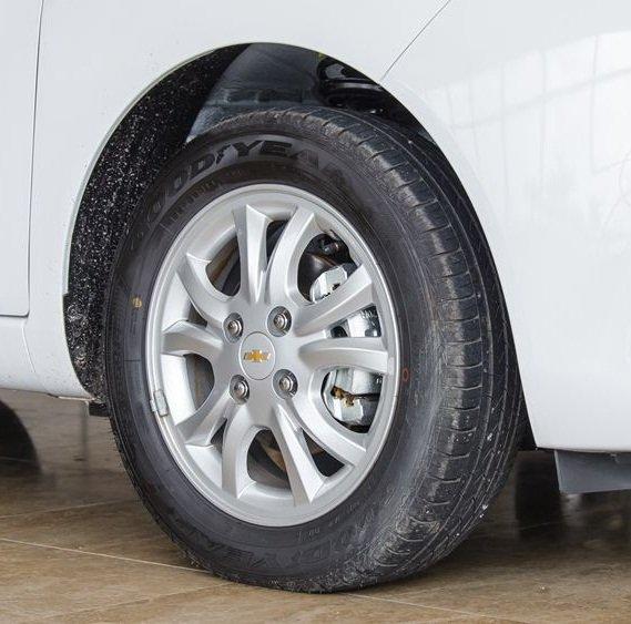 So sánh xe VinFast Fadil 2019 và Chevrolet Spark 2019 về thân xe 7