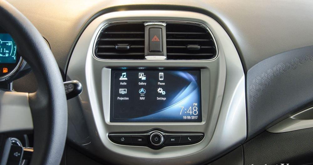 So sánh xe VinFast Fadil 2019 và Chevrolet Spark 2019 về trang bị giải trí 3