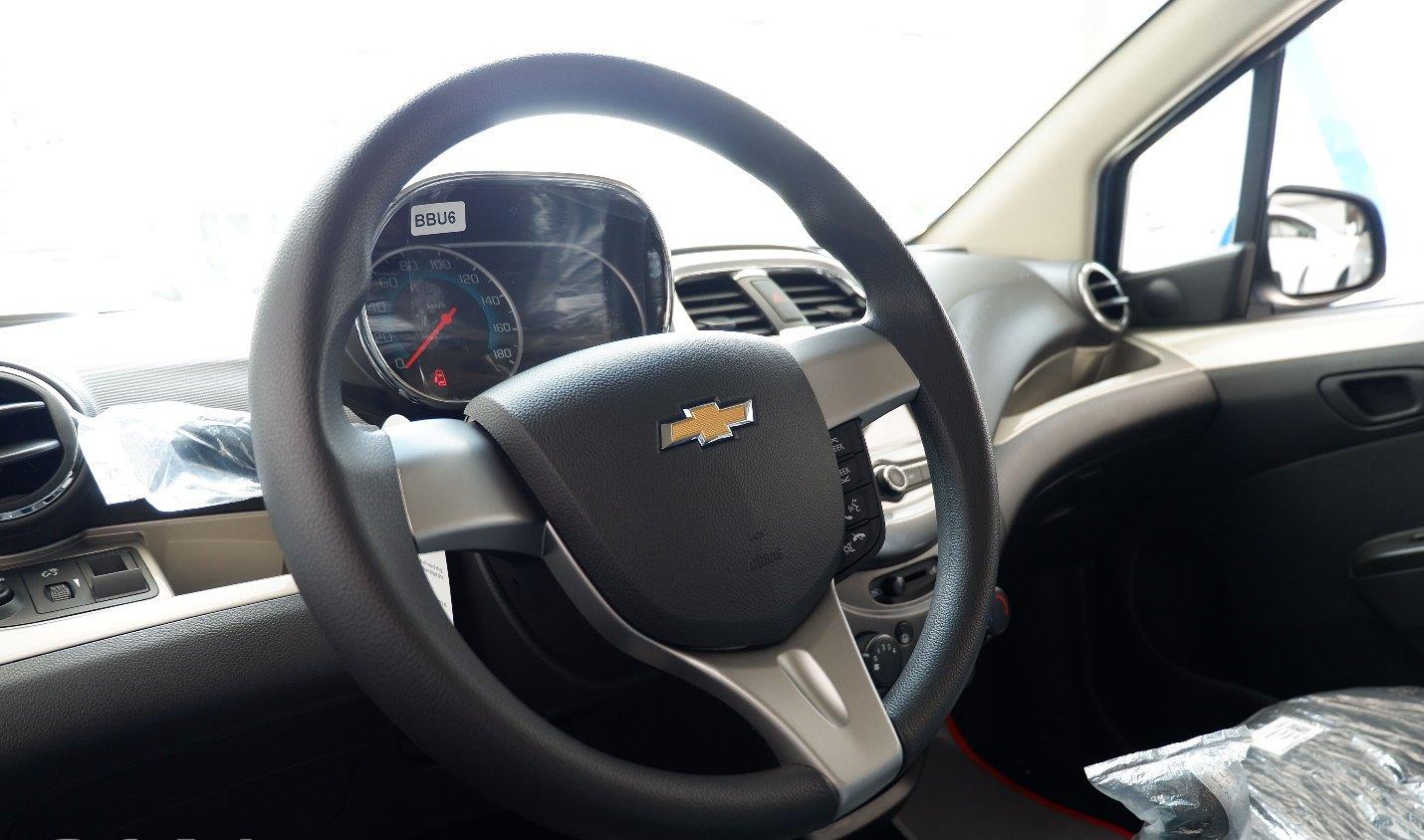 So sánh xe VinFast Fadil 2019 và Chevrolet Spark 2019 về vô-lăng 3